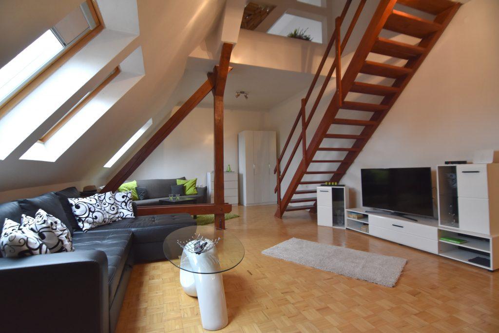 ВИДЕО: 1 комната в 3-комн. мезонетовой квартире в центре города на улице Штурова, Нитра