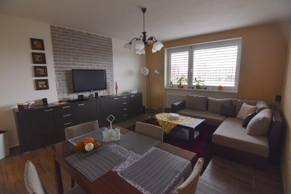 ВИДЕО: Реконструированная 3-комнатная квартира с 2 балконами, подвалом и гаражом в аренду, Clementisova, Nitra