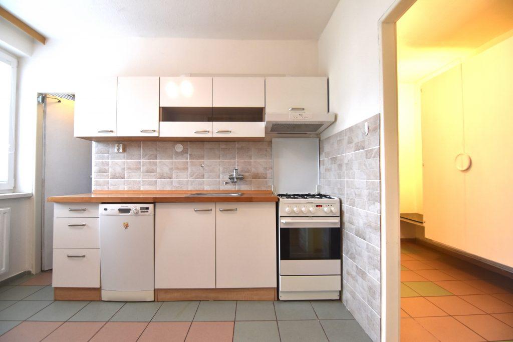 ЗАБРОНИРОВАНА 4-комнатная квартира без мебели с огородом на улице Клементисова, Нитра