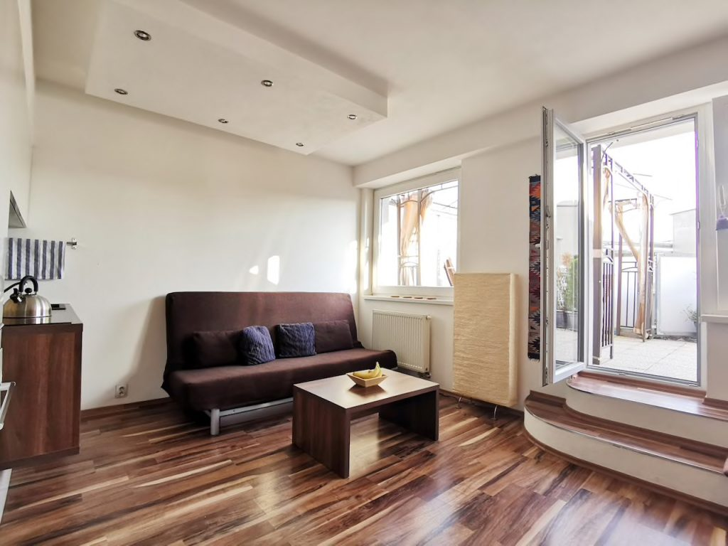 Spacious 1,5-room apartment with a terrace near the center in Bratislava – Nové Mesto