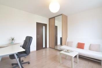 ВИДЕО: 3-комнатная квартира с большой площадью с двумя балконами на улице Jelenecká, Nitra