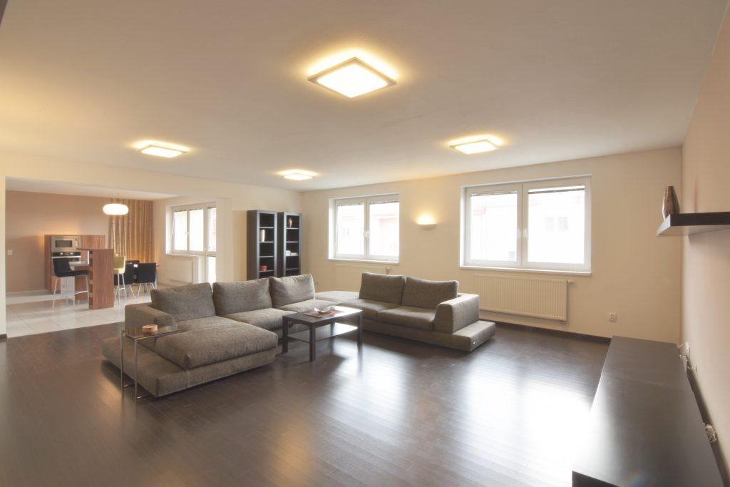 VIDEO: 3-izb. veľkometrážny byt sdvoma balkónmi na Jeleneckej ul.,Nitra