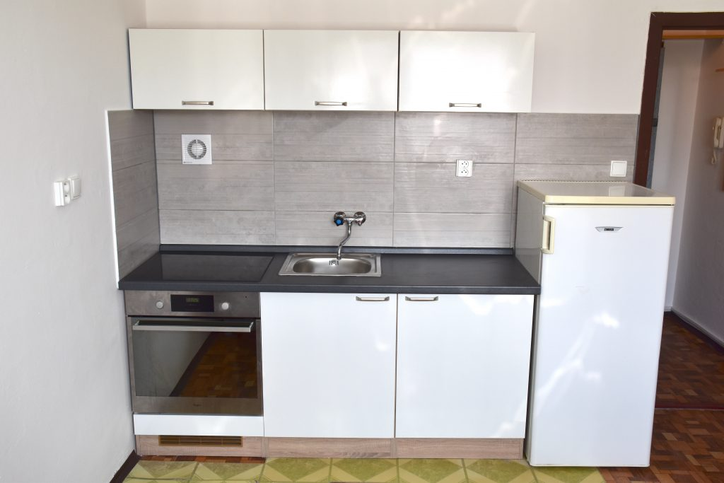 VIDEO: Bachelor apartment with a cellar on Benkova Street in Nitra