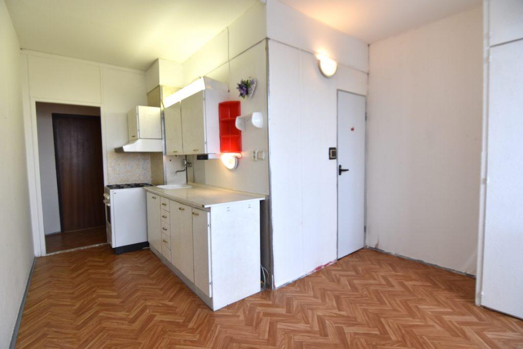 VIDEO: Nezariadený 2-izb. byt s dvoma balkónmi na Chrenovej, Štiavnická, Nitra