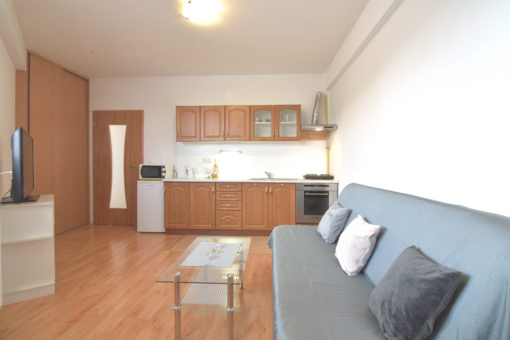 3D and VIDEO: Studio apartment with a balcony and cellar on Cintorínska Street in the city center of Nitra