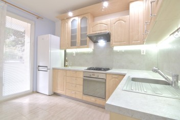3D и ВИДЕО: 3-комнатная квартира без мебели с балконом в городской части Klokočina на улице Na Hôrke, Nitra