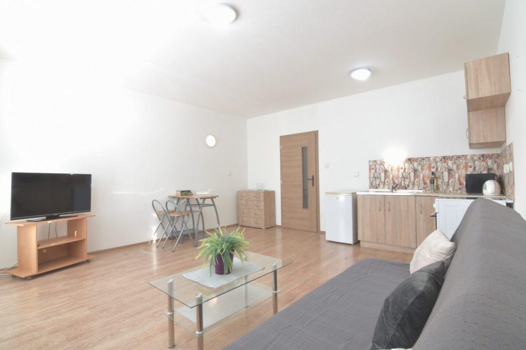 VIDEO: Bachelor apartment with a balcony, wider city center, Coboriho Street, Nitra
