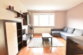 Vyberte si bývanie v tichej lokalite a vychutnávajte si výhody klimatizácie a vonkajších elektrických žalúzií