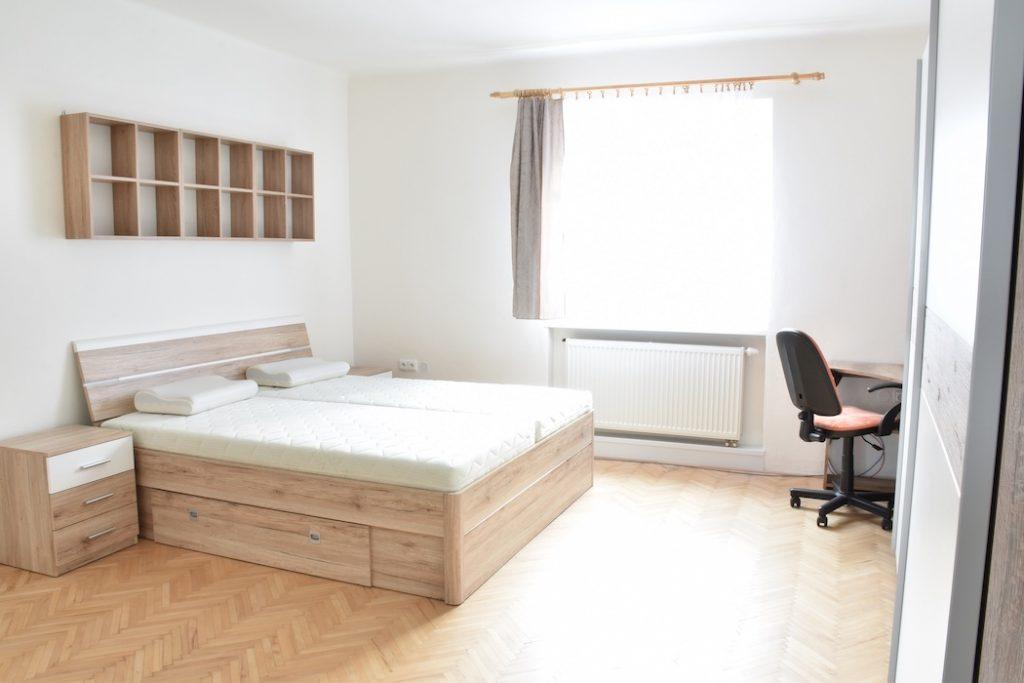 ВИДЕО: Просторная однокомнатная квартира в самом центре города Nitra