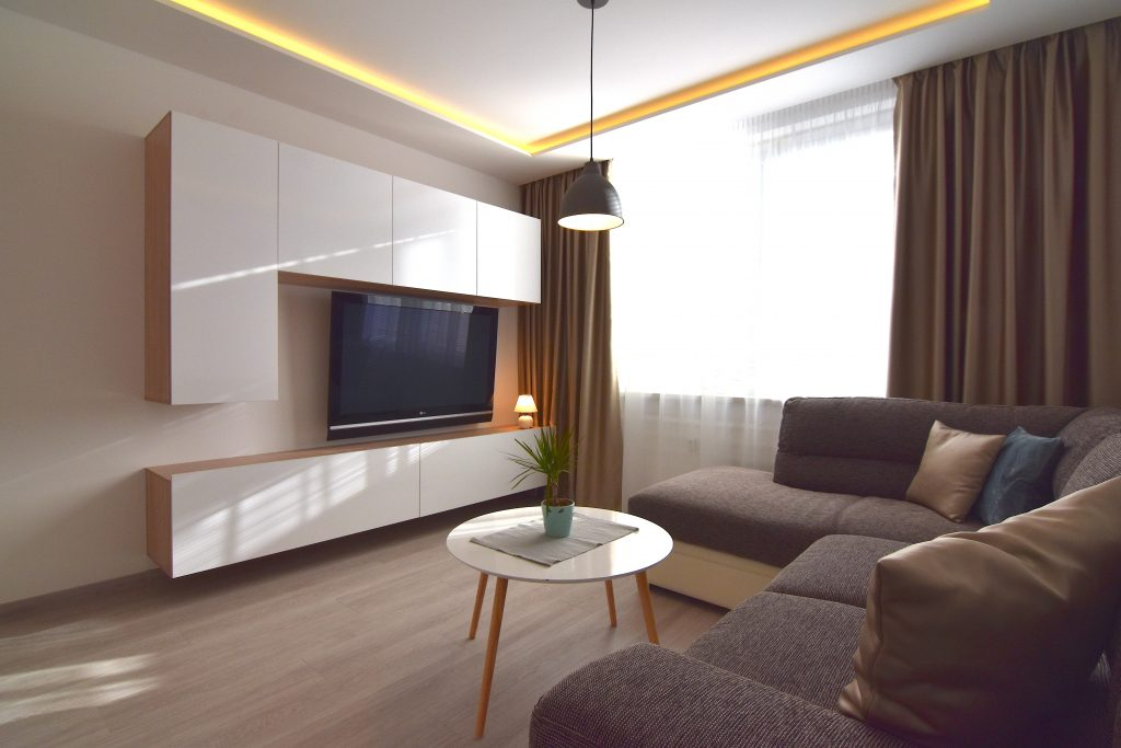 VIDEO: Reconstructed, fashionably furnished bachelor apartment at Klokočina city district in Nitra