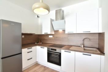 3D и ВИДЕО: 2-комнатная квартира с лоджией в центре города в новостройке Tabáň, Nitra