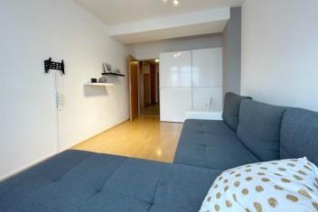 3D и ВИДЕО: Просторная 3-комнатная квартира с одним парковочным местом и подвалом в городе Bratislava – Trnávka