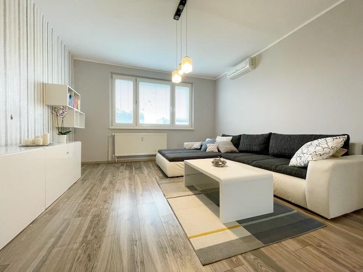 3D и ВИДЕО: Солнечная реконструированная 3-комнатная квартира с лоджией в городе Bratislava – Petržalka